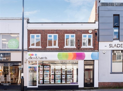 Estate agents in Didcot located at 135 The Broadway. We are located close to main transport links and have plenty of parking outside the branch!