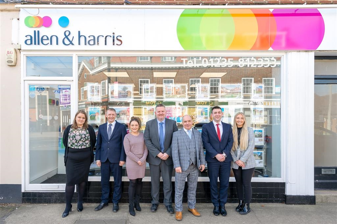 Allen & Harris Estate Agents are based on the Broadway in Didcot.Please feel free to pop in at any time.