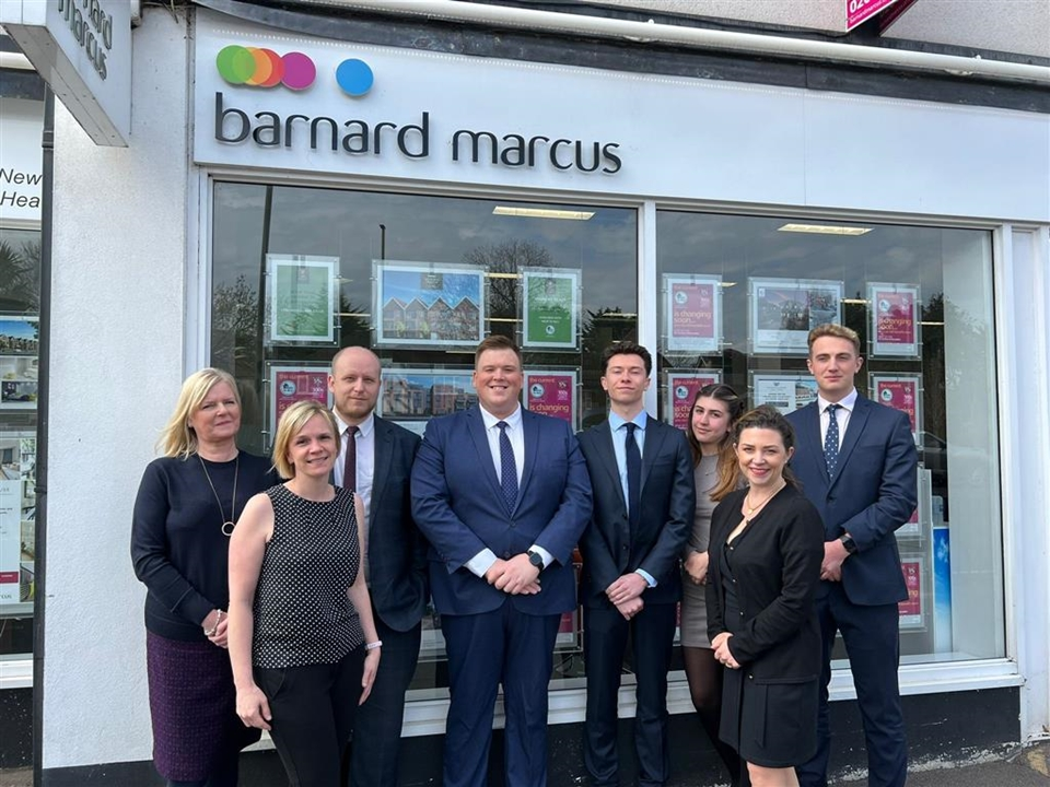 Meet the team Ben: Residential Sales Manager, Glen: Senior Mortgage Consultant, Marc: Assistant Manager, Lucy: Senior Sales Negotiator, Tracey Admin
