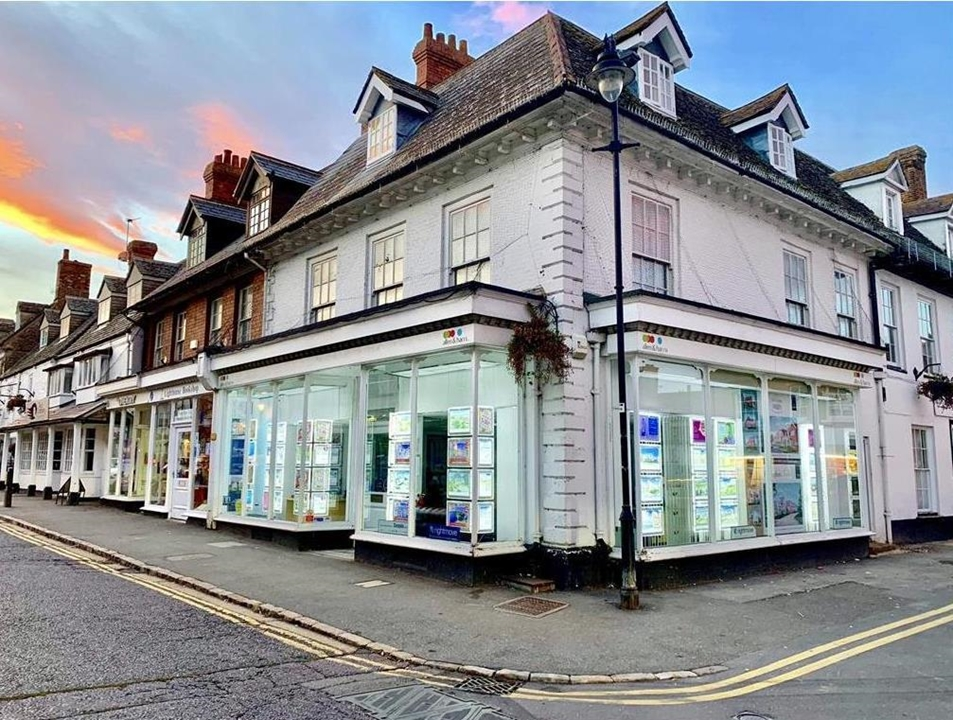Highworth's largest local selling estate agency.   Award winning In house financial advice  Extensive marketing  Help to find Service