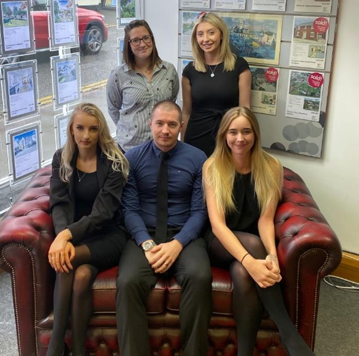 Allen & Harris occupies a prominent High Street Corner position. Andrew Clark (Manager) heads a professional and experienced team of 5 staff!