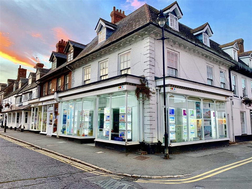 Allen & Harris letting's department in Highworth are here to cater for all your letting requirements. full management or a finding tenant only service