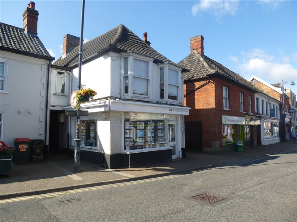 Meet the team at William H Brown Watton. We provide a wealth of knowledge and are happy to help you at every stage of the home moving process.