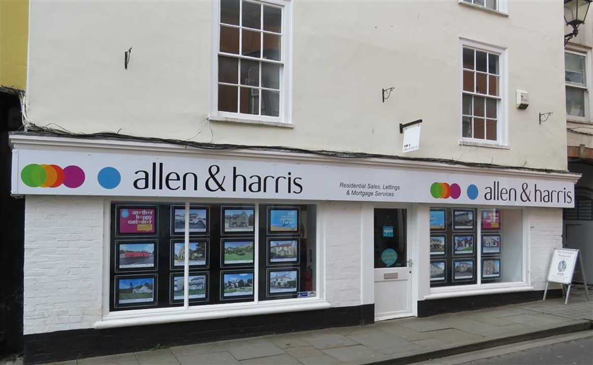 Our Wells office in Sadler Street is found a stones throw of the Cathedral, on the approach to the market place. Have a look at our vast display.