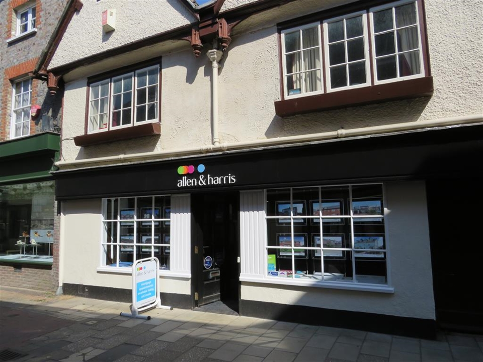 Allen & Harris is located in the heart of Wallingford on St Mary's Street, We pride ourselves on offering our clients an exceptional level of service.