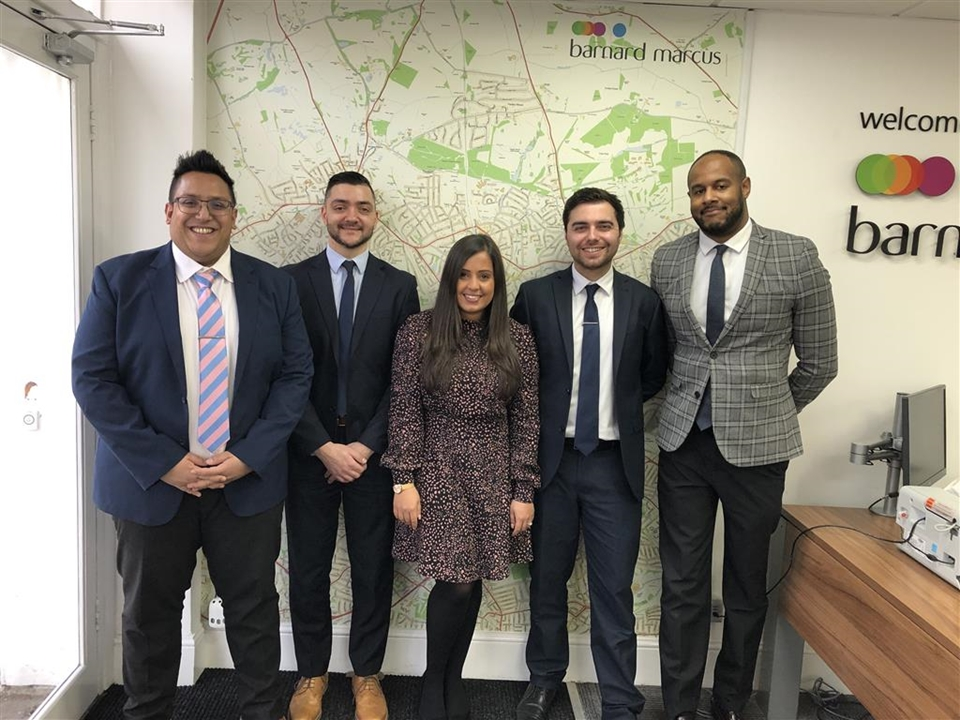 If you want to Sell, Let, Buy or Rent we are your local agent in Whetstone N20, we are fully trained in all aspects of Sales, Purchases and Lettings