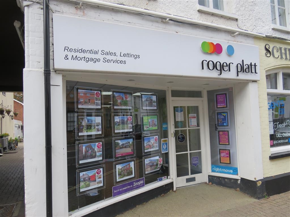 Roger Platt Estate agents in Burnham. Selling. Buying. Mortgage. Appointments. Viewings. Covid Safe. New Homes.