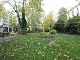 Porchester Square, LONDON