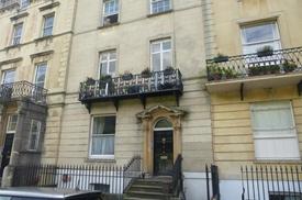 Garden Flat, 2 Gloucester Row, Clifton