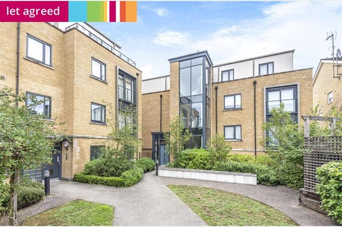 137 Sanderstead Hill , South Croydon